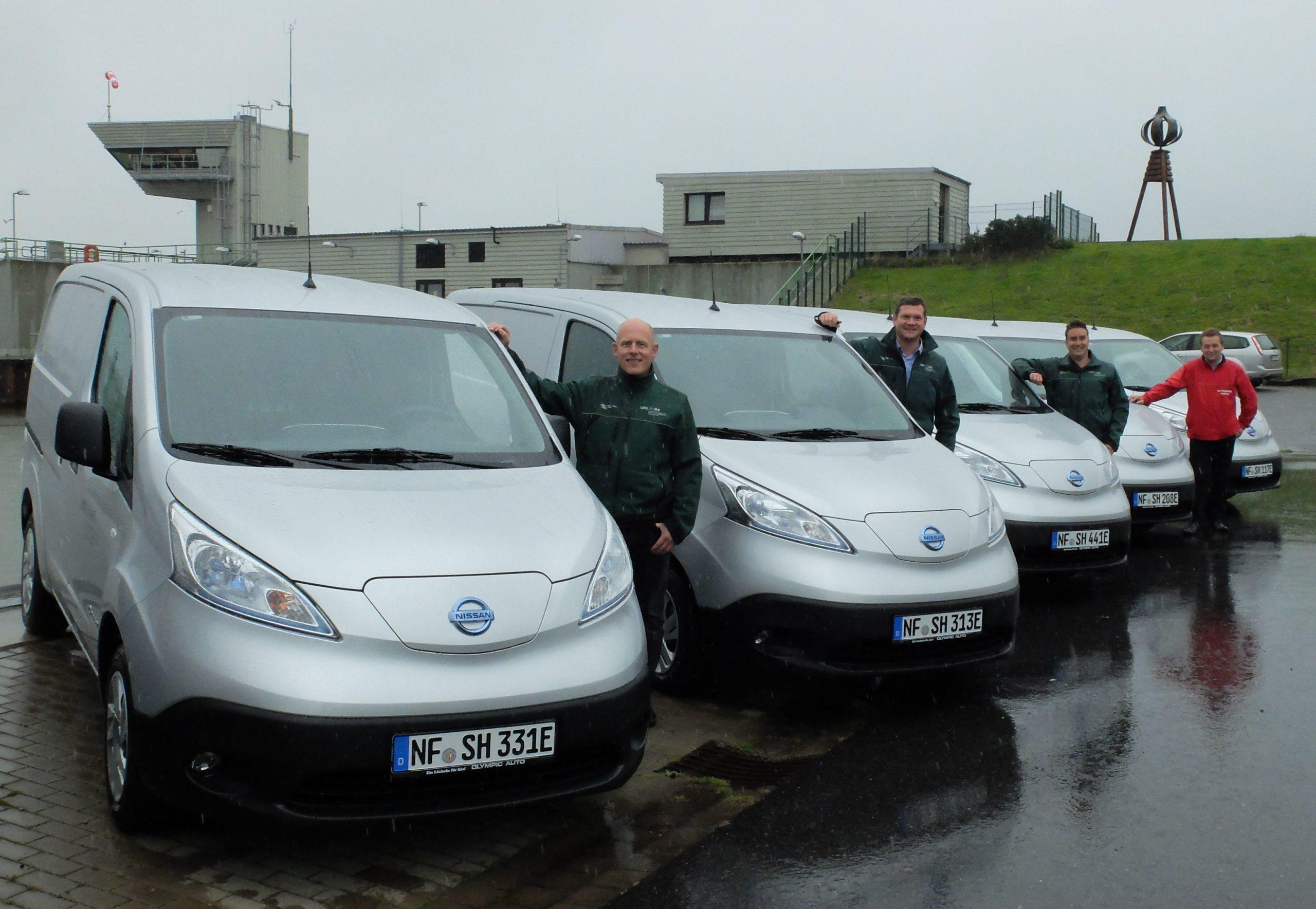 Sie zeigen von links nach rechts die LKN-Mitarbeiter Stefan Lemke, Gunnar Görrissen und Fabian Lücht sowie Marius Klemp-Jonton von der Firma Olympic Auto.